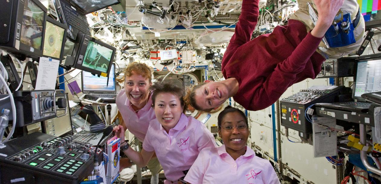 femmes ISS astronautes