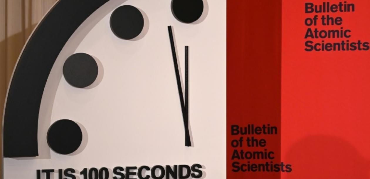 L'horloge de l'apocalypse avancée de 20 secondes, plus près de minuit que jamais   Le blob, l'extra-média